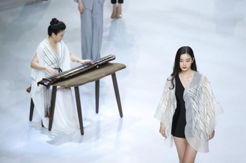 """把琴棋书画穿在身上 Grace Chen国风""""放大招"""""""