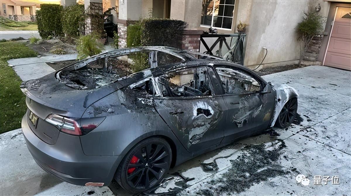 特斯拉车主「作死」成真:炫耀「主驾无人」,自动驾驶致车毁人亡
