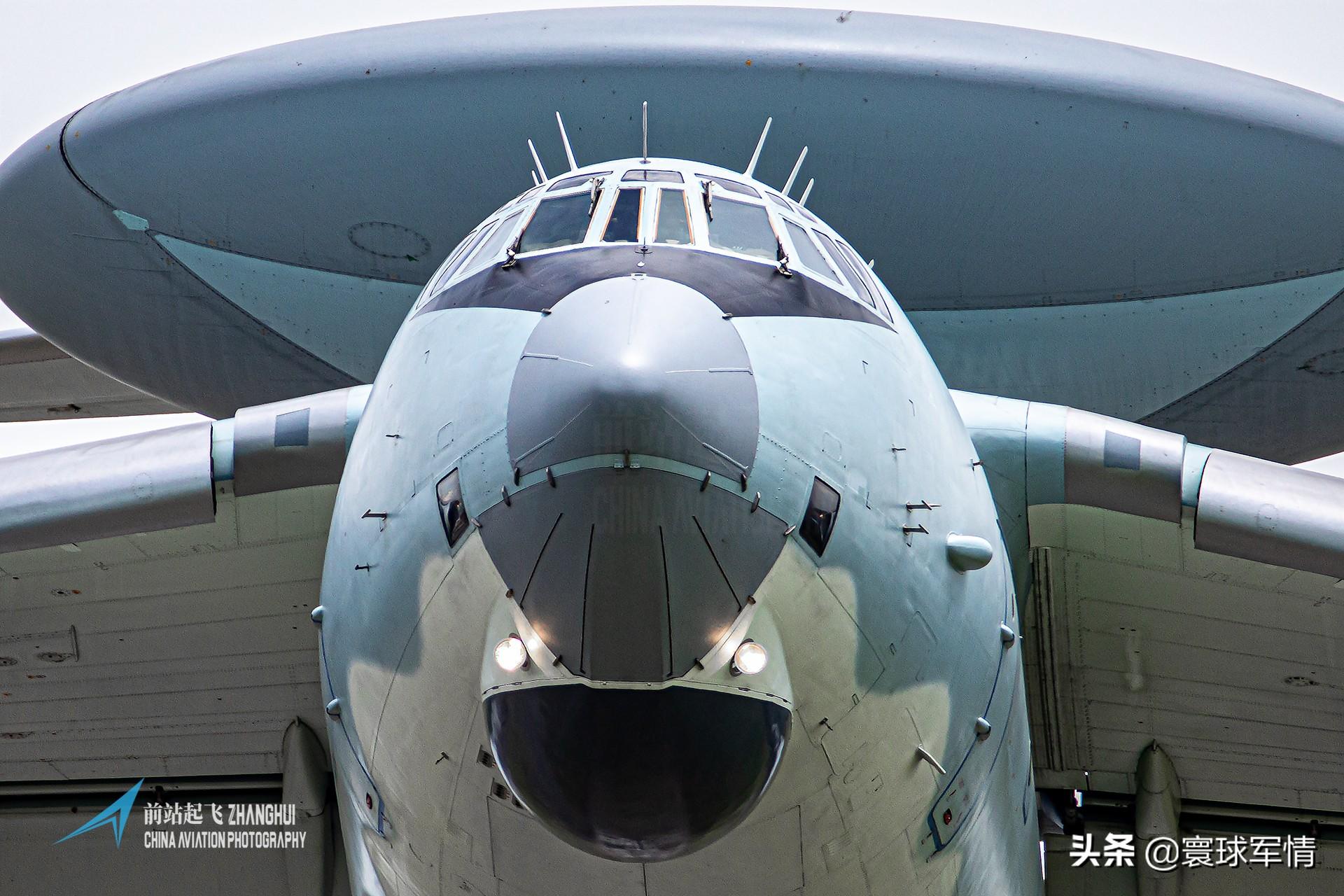 解放军东海防空识别区秀出肌肉,连续无线电喊话驱离美国军机,专家:不可低估