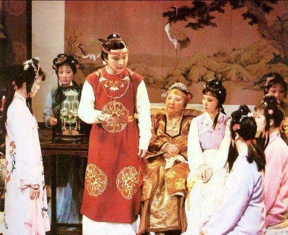 《红楼梦》贾府餐桌上的规矩,解读古代贵族的尊卑礼仪