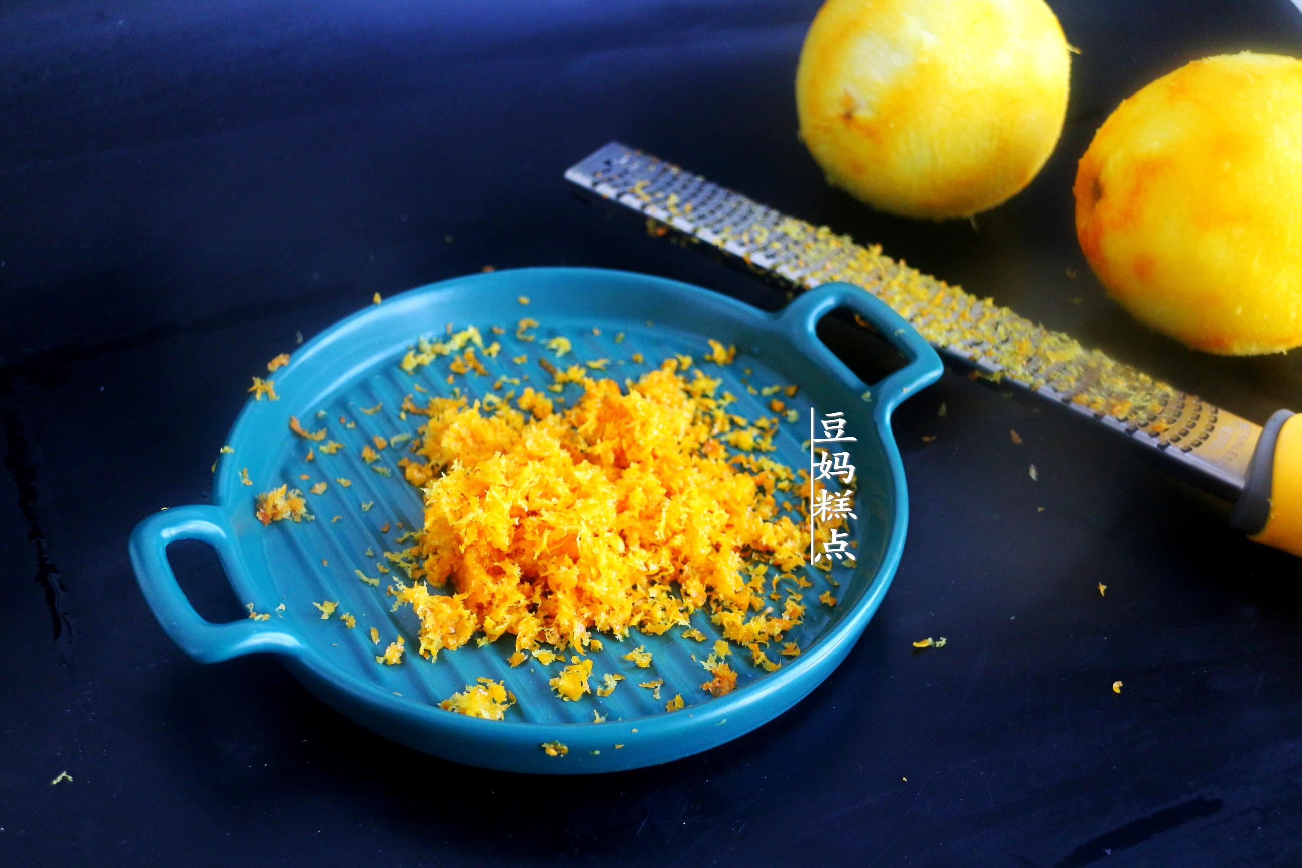 冬天,買2個橙子做蛋糕,口感柔軟清新,滿屋都是香氣