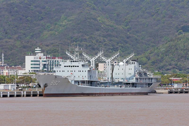 已经退役的882勇当靶舰,这是中了几发反舰导弹?