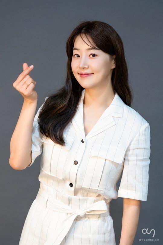 为丈夫远离喧嚣,结婚10年,韩国顶级女演员终于官宣怀孕