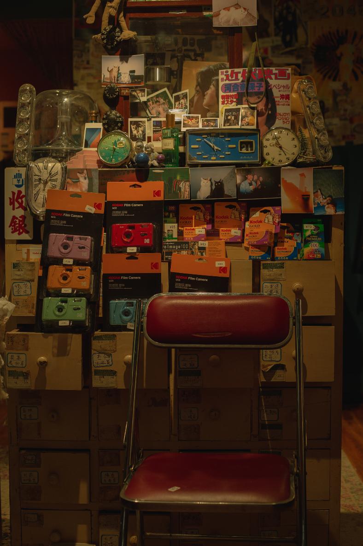 各种30年前找不到的的LV巴宝莉名牌,今天却在这家古着店找到了