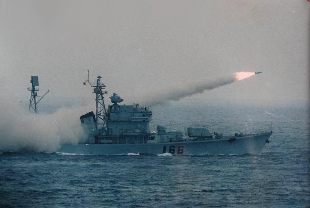 1996年,台海危机,军演内幕被少将出卖,叛徒少将结局如何?