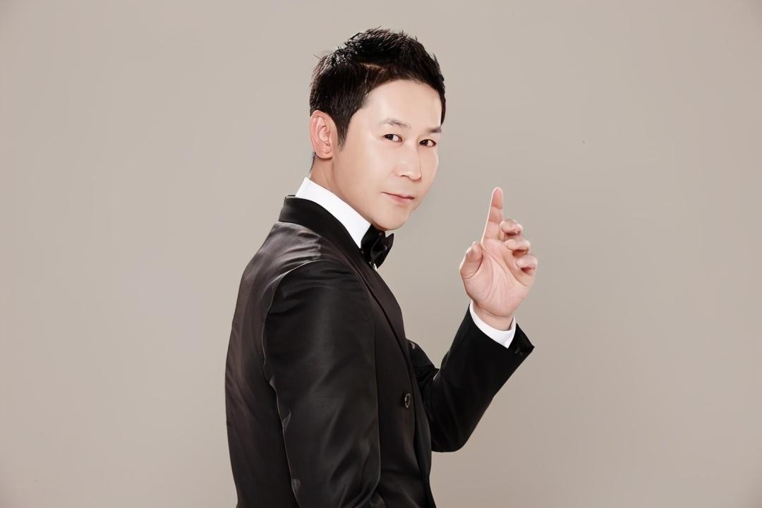 年末典礼进行时,三大台有序推进中,申东烨官宣成为演艺大赏MC