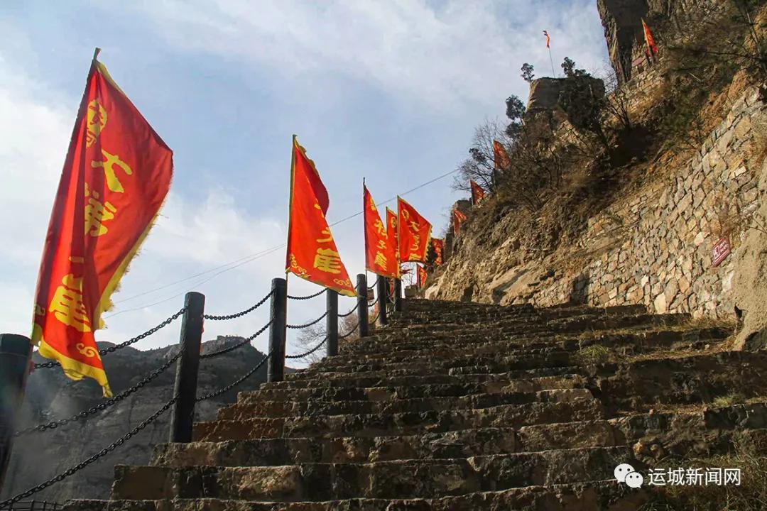 """黄河大梯子崖景区:攀登""""天下黄河第一挂壁天梯"""""""