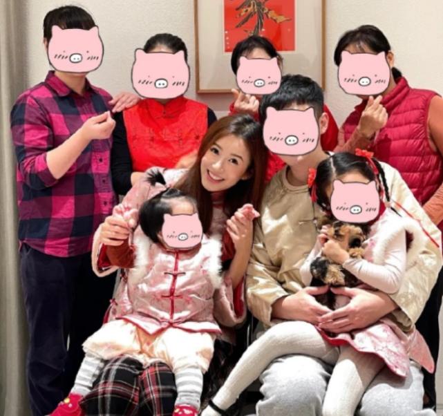 陳赫五一宅家帶娃,曬張子萱視角與女兒合照,父女深情對視超溫馨