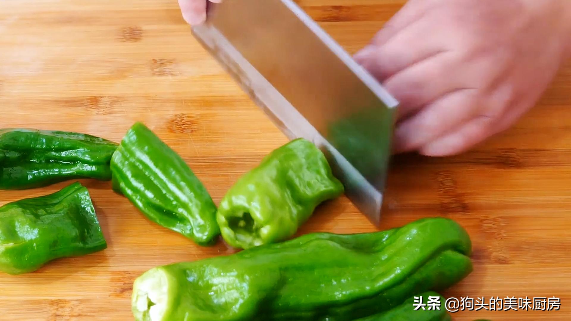 下饭神器虎皮青椒,学会这样做,好吃不油腻,一盘不够吃,真过瘾 美食做法 第4张