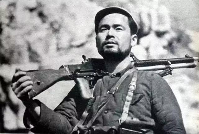 彭德怀在会议上讲话,一个干部突然朝他开枪,李聚奎飞身将其扑倒