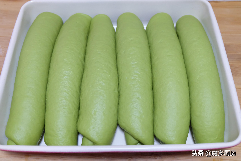 把抹茶粉放进面粉里,烤一盘软软的绿色面包,营养健康好吃 美食做法 第14张