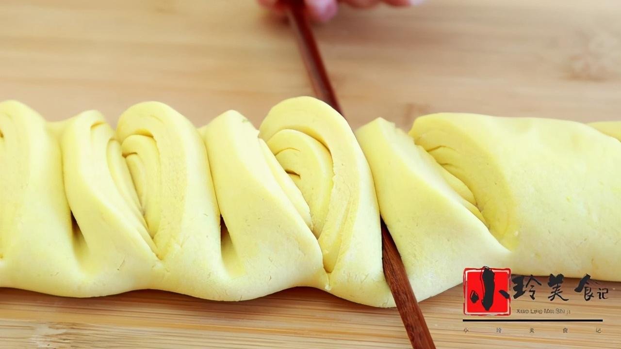 玉米面最好吃的做法,一层比一层香,连吃3天都没吃够,营养解馋 美食做法 第6张
