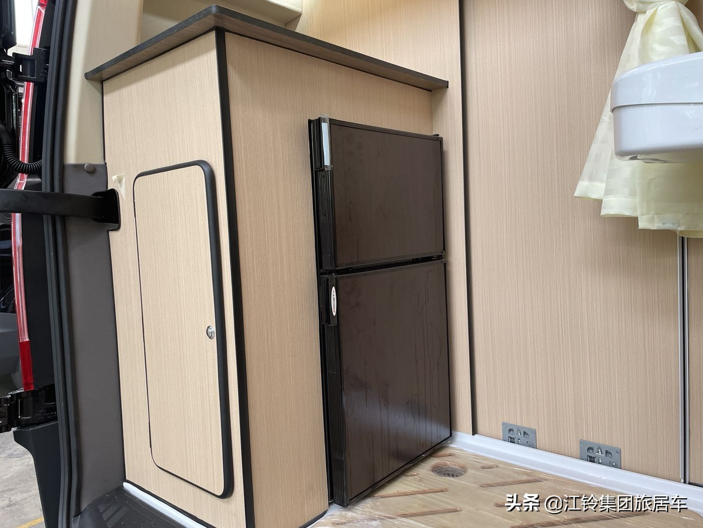 房车秒变内外套间?| 尾置厨卫布局,干湿分离,空间够大