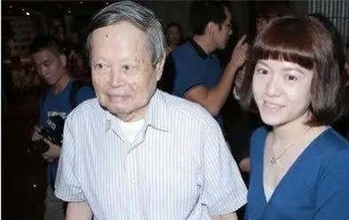 翁帆嫁82岁杨先生,恩爱17年却为何不生子?
