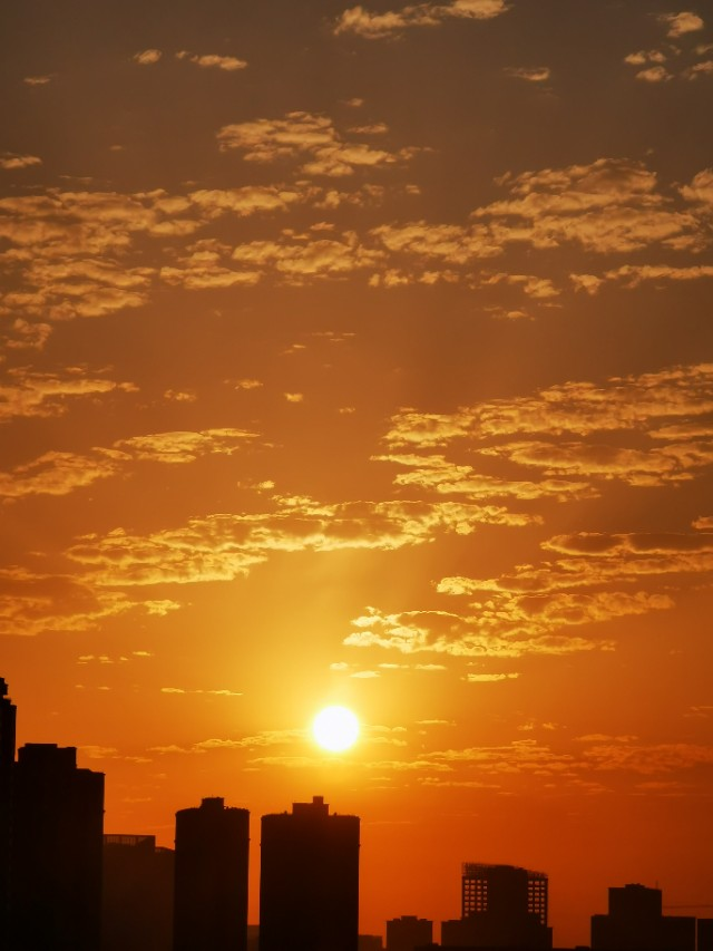 不千山万水,不登高望远,就在成都,也有美美的日出!