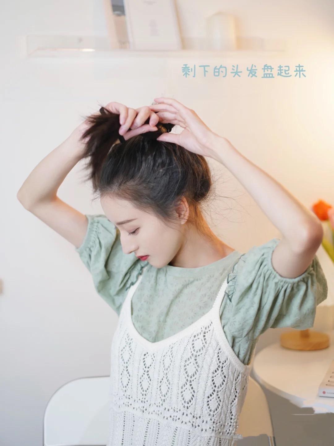 怎样盘头发既简单又好看蓬松,学着这样做,优雅大方女人味十足 盘头发 第4张