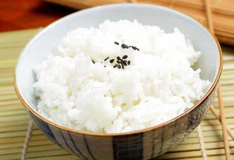 常吃的米饭也是有方法的 这样做出来得饭飘香四溢 美食做法 第3张
