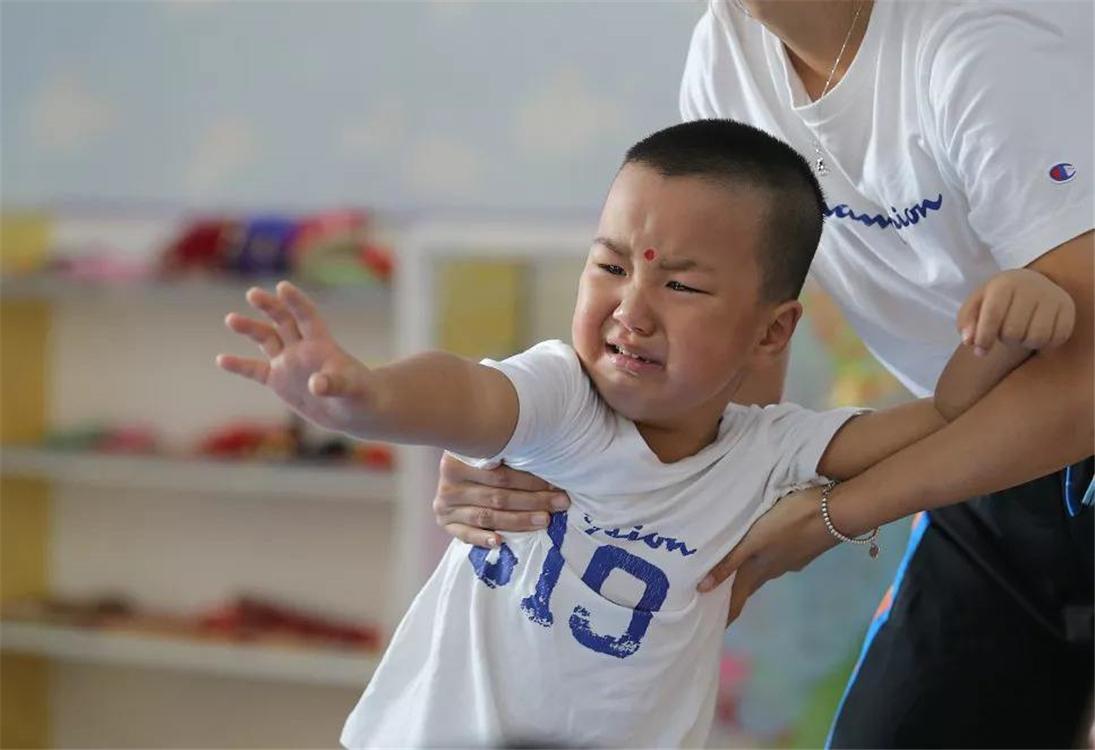 """【资深幼师直言:第一次上幼儿园不哭的娃,大多来自这""""3种家庭""""】图2"""
