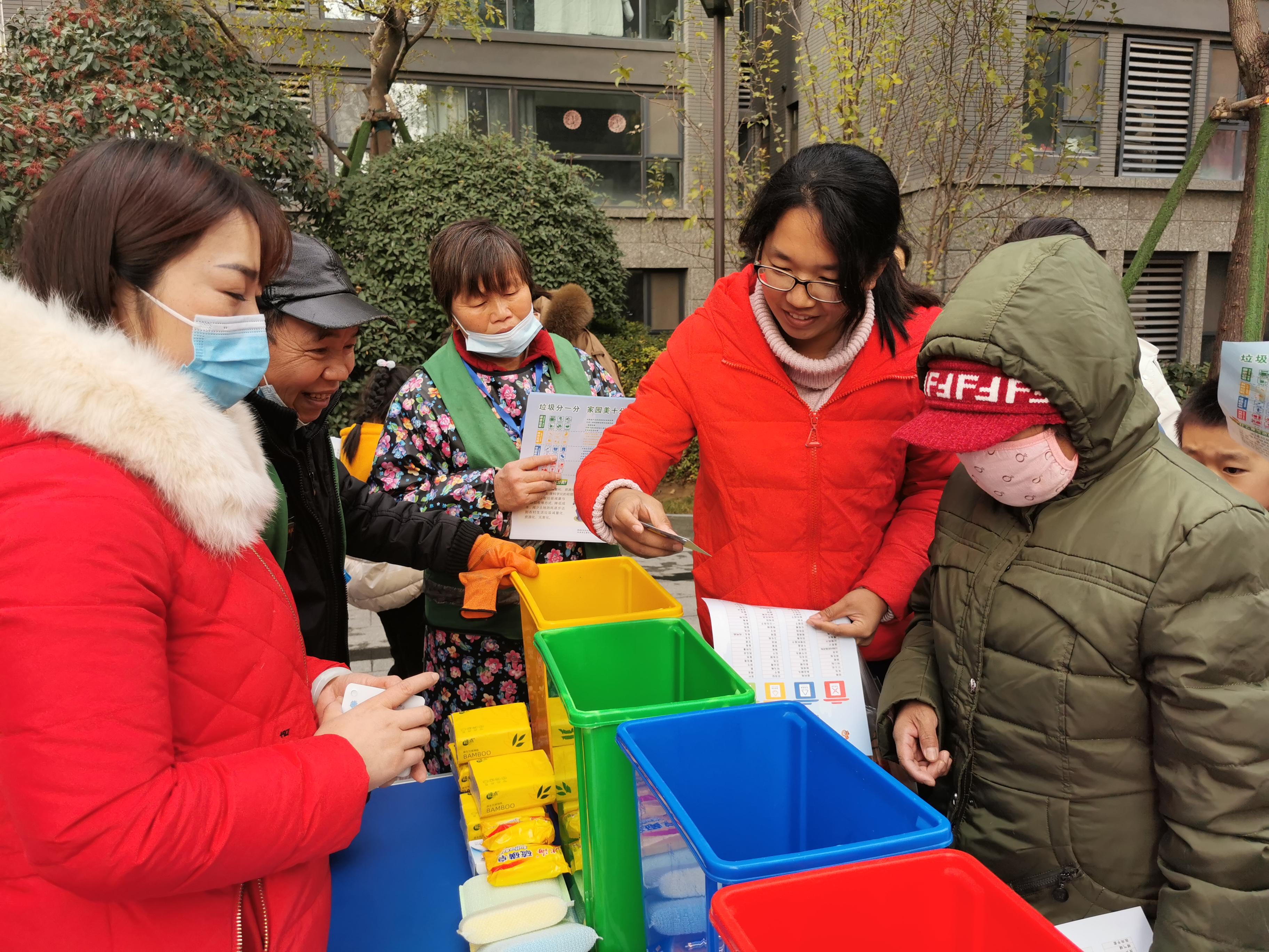 党建引领:倡导垃圾分类 建设美丽家园