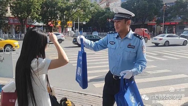 【你礼让我有礼】临夏市公安交警为文明交通参与者点赞!