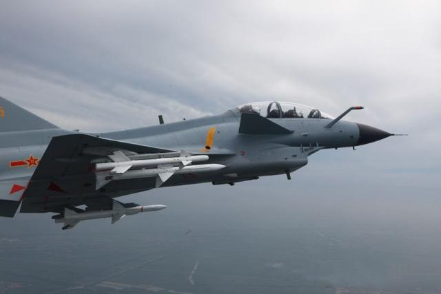 空军首次公开海上驱离外机画面,飞行员双语喊话警告