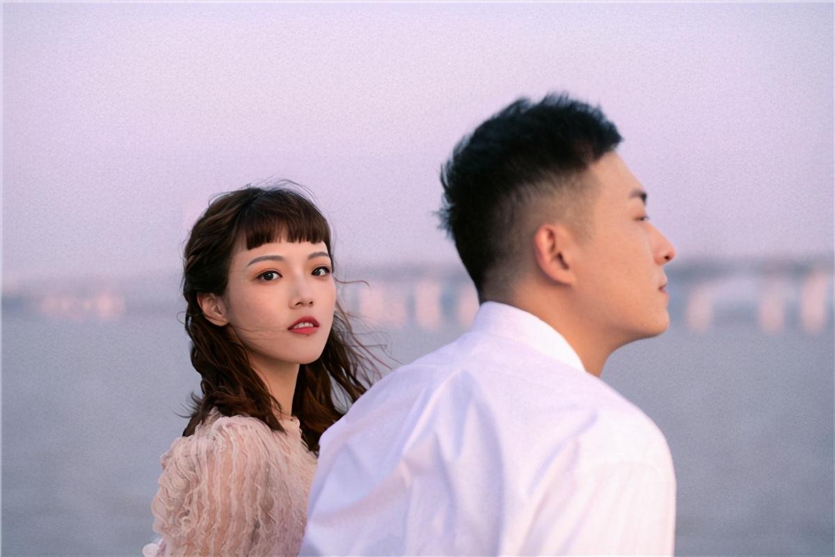 经历人设造假质疑后,张子凡丁钰琼低调结婚,网友却吐槽假戏真做