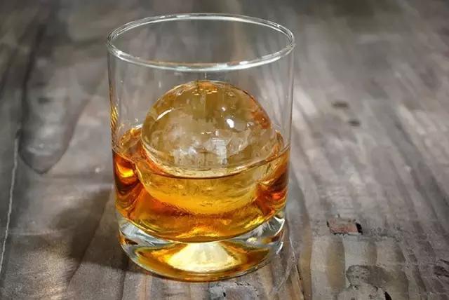 「调酒」鸡尾酒冰块