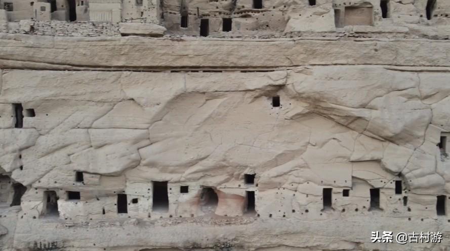 陕西废弃的石洞,50多年一直有人守护,村民:不知道里面存什么