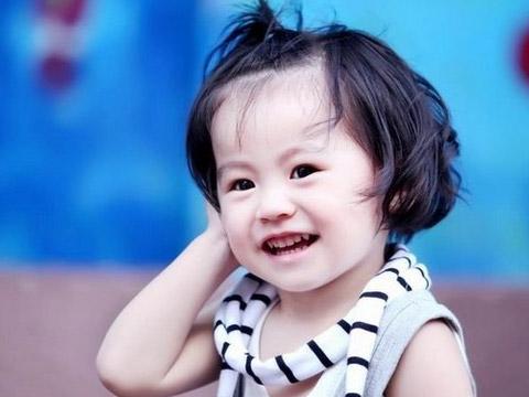 怎样养育一个女孩呢?爸爸妈妈应该怎样做才会让女孩健康的长大?