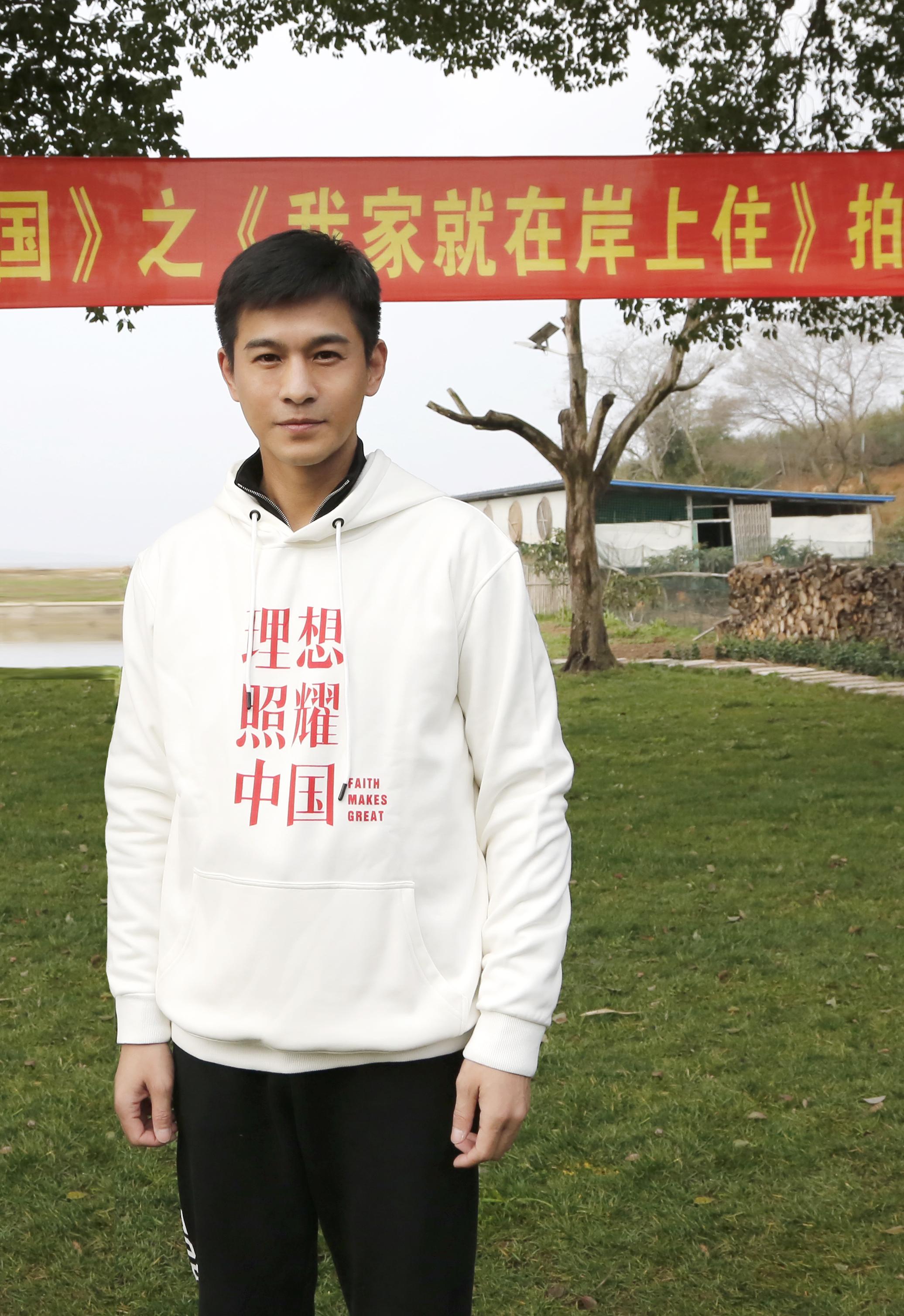 《理想照耀中国》震撼开机 乔振宇又来洗眼逆龄颜值太好磕