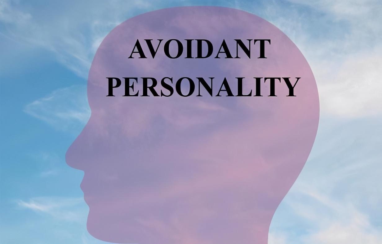 """逃避社交、敏感自卑、自覺無能,心理學解析""""迴避型人格障礙"""""""