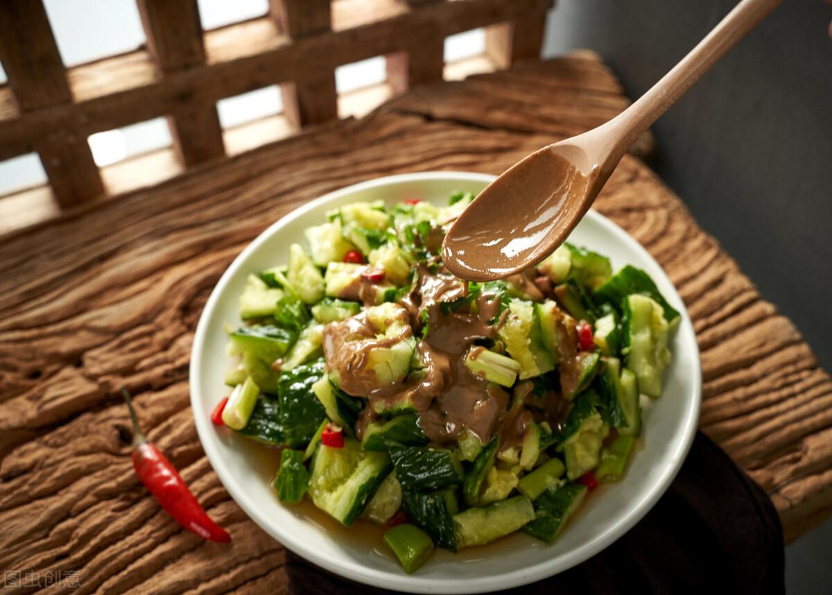 凉拌黄瓜时,不要直接用盐腌,牢记3个技巧,黄瓜脆爽又好吃 美食做法 第4张