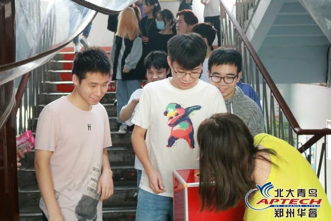 郑州北大青鸟华睿校区,中秋国庆,迎双节