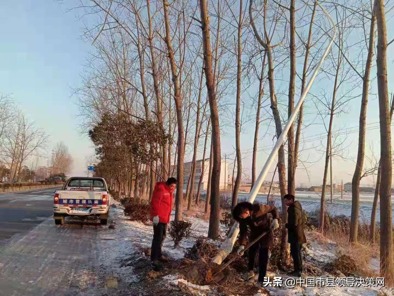 江苏响水县城管局全力以赴抗击冰雪寒潮保畅通