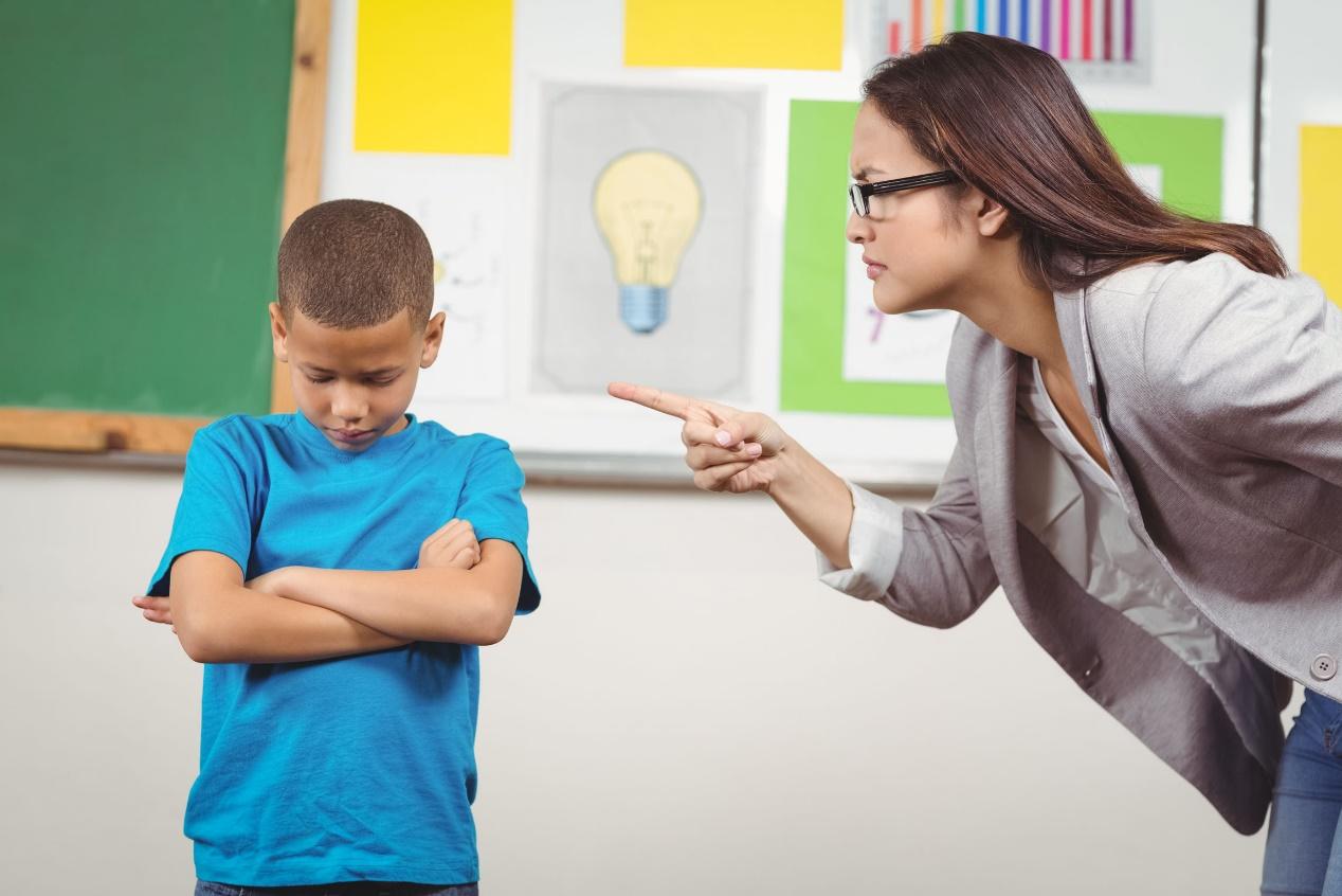 孩子犯错,父母要掌握正确的教育方式,多用交流沟通解决问题