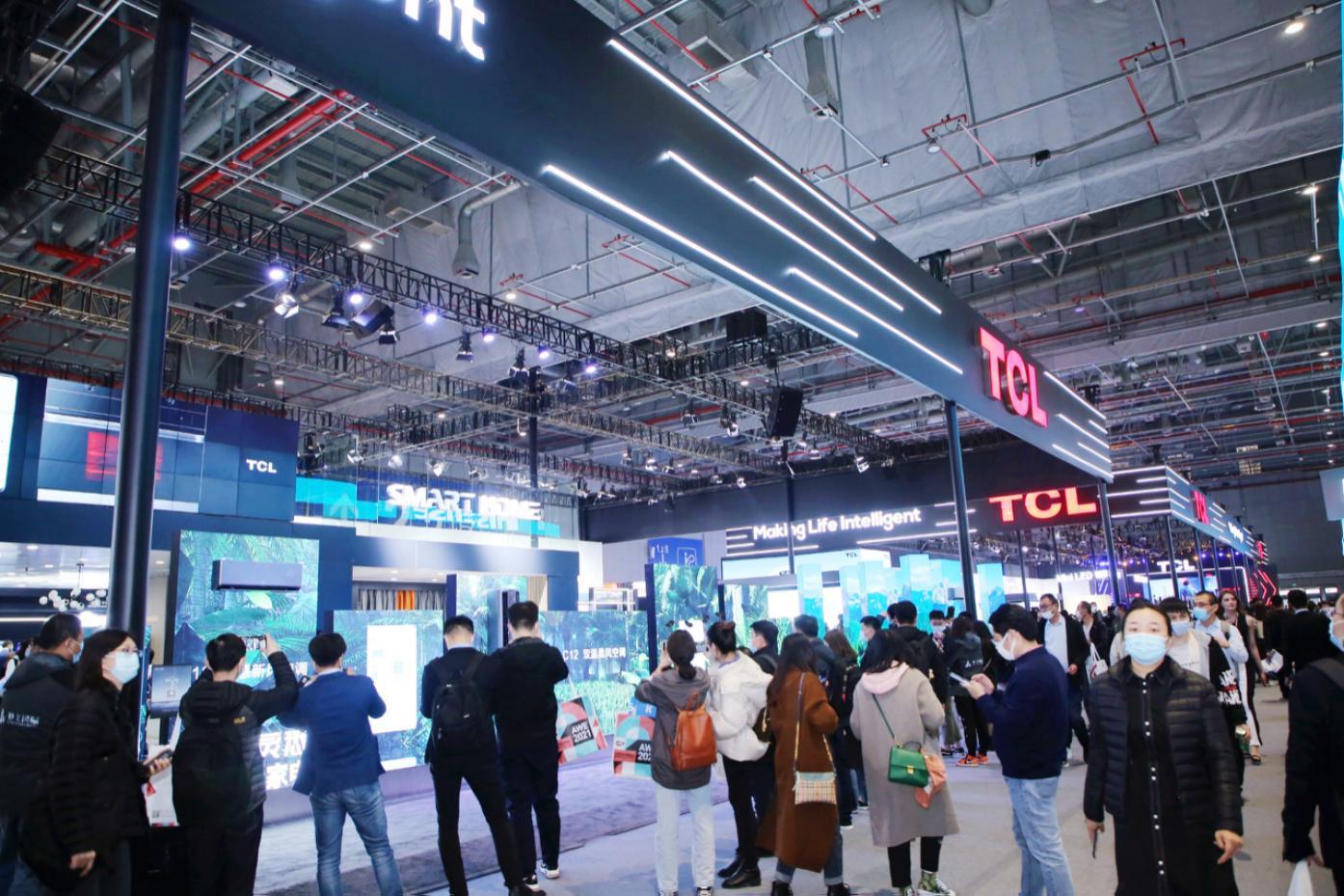 TCL惊艳AWE:全套系AI家电、双内折OLED屏等黑科技齐亮相