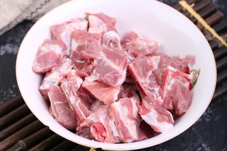 广东人煲汤是一绝,苦瓜这样做,甘甜鲜香,清热去火,很适合夏天 美食做法 第4张