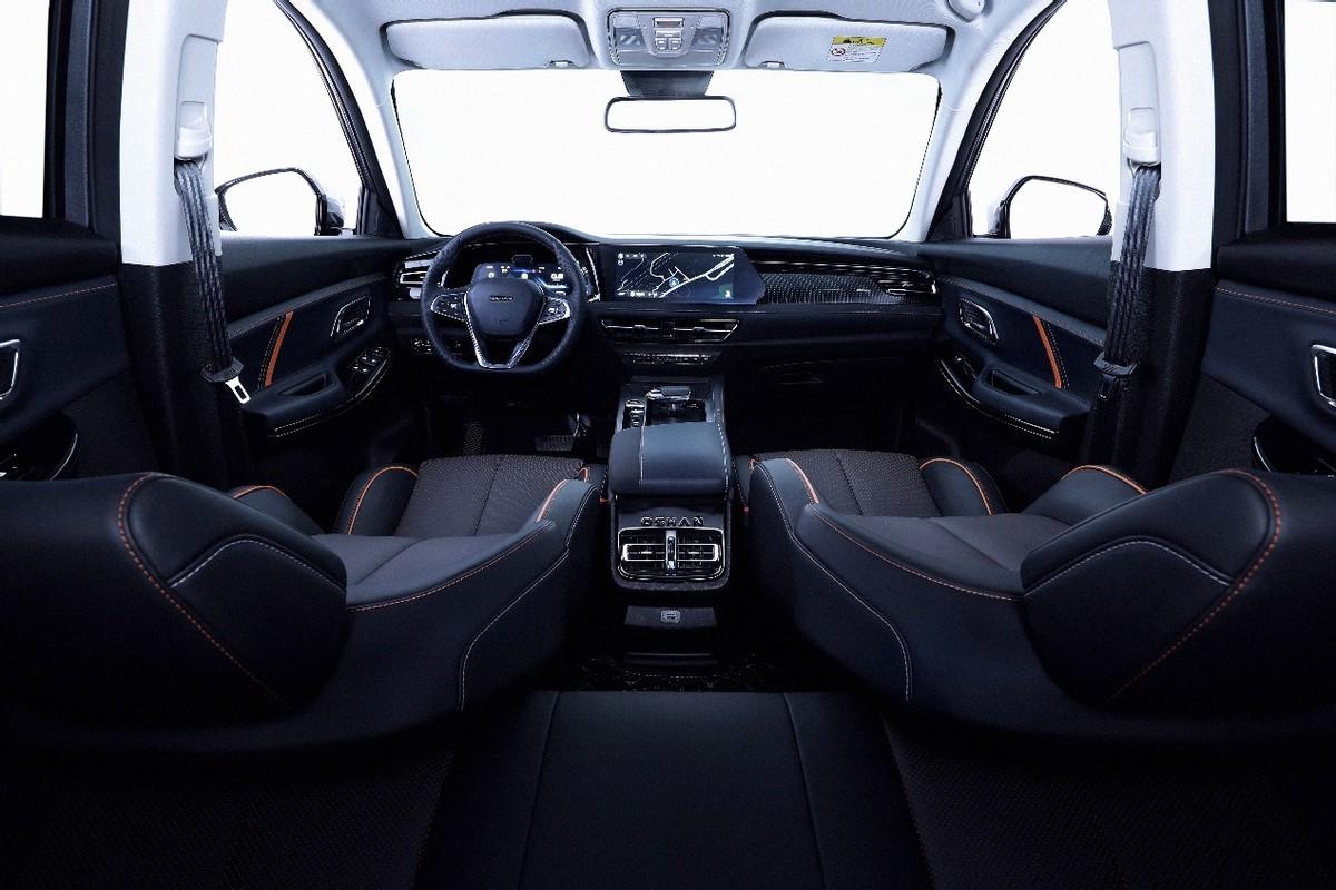 12-15万级SUV价值典范,欧尚X7PLUS有史以来最红车模开售