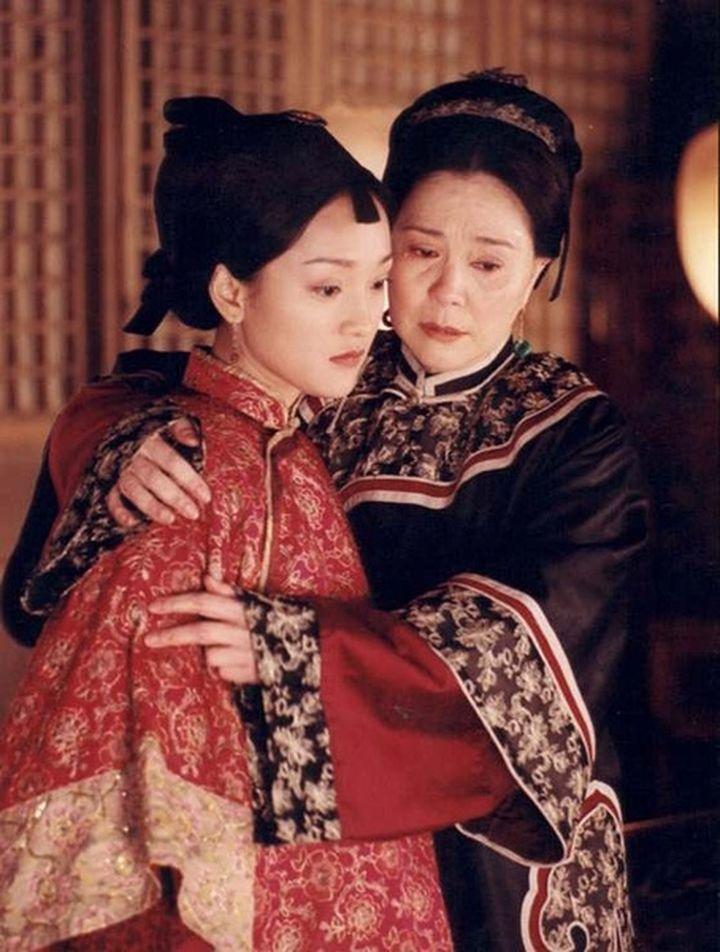 《橘子紅了》:老夫少妻的悲涼結局,報恩式婚姻最後弄得幾敗俱傷