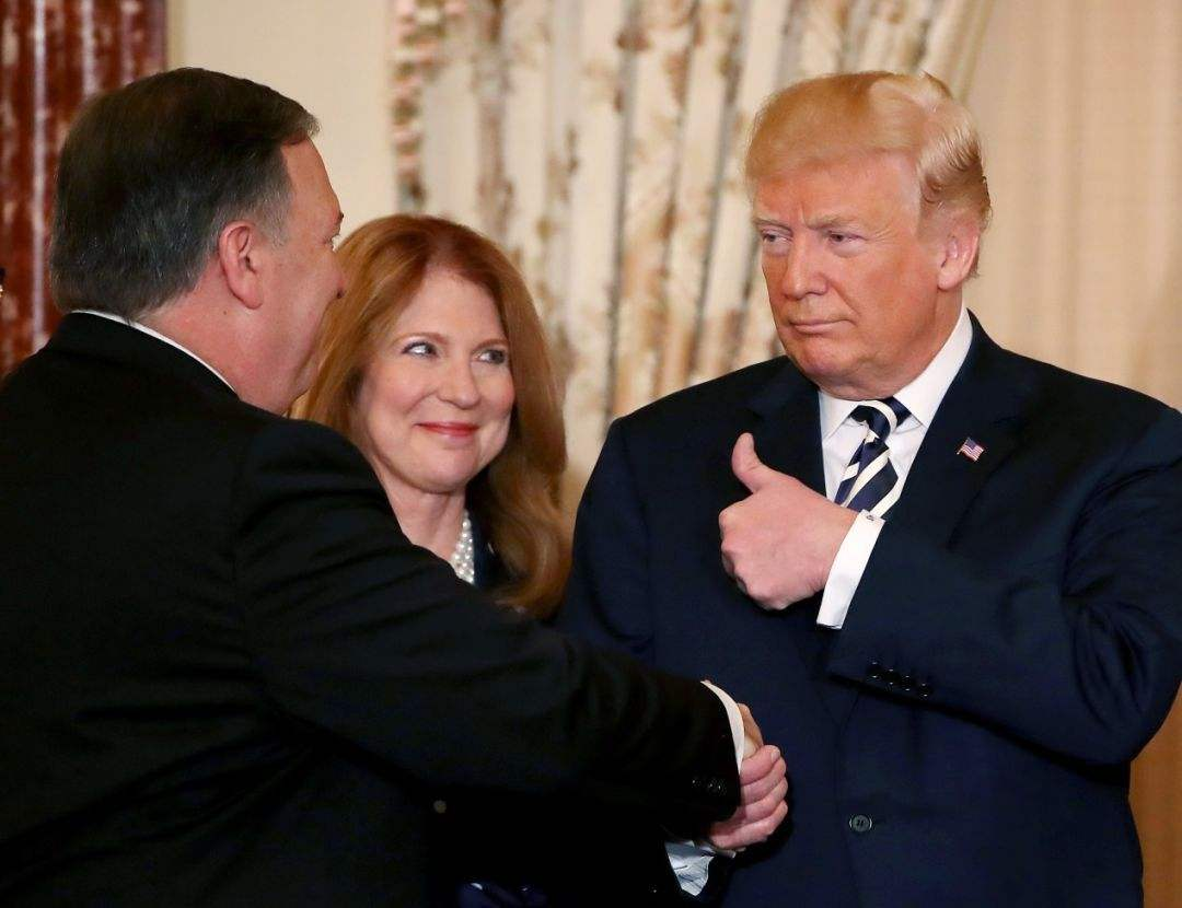 美国对华恶行被世界抓个正着,前中国大使:特朗普欠我们一笔债