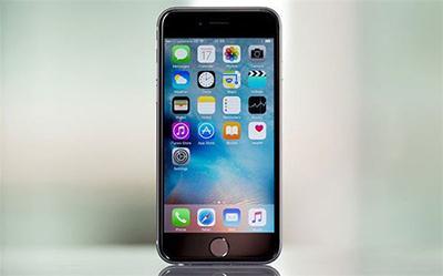 7,在这里——它是来源于亮黑颜色iPhone7的霸气侧漏