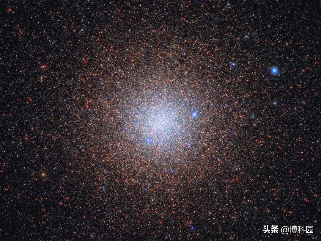 好美啊!哈勃望远镜捕捉到宇宙的雪花,在夜空中闪耀着光芒