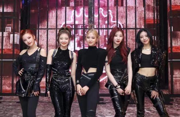 "itzy新歌MV上线,比BLACKPINK跳舞整齐,造型却像""得罪化妆师"""