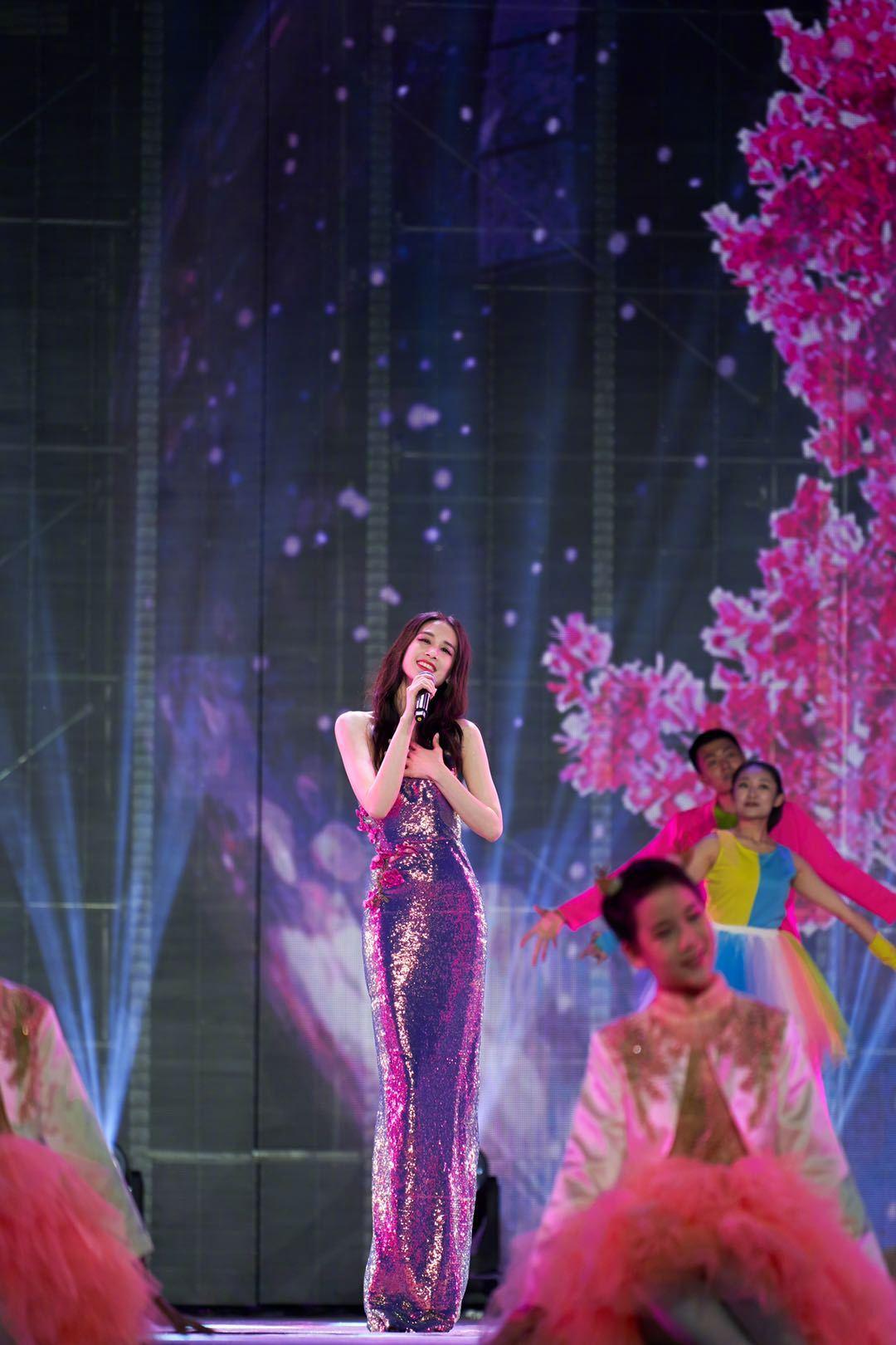 黄圣依 长春电影节造型曝光,穿人鱼姬亮片长裙,好像美人鱼!