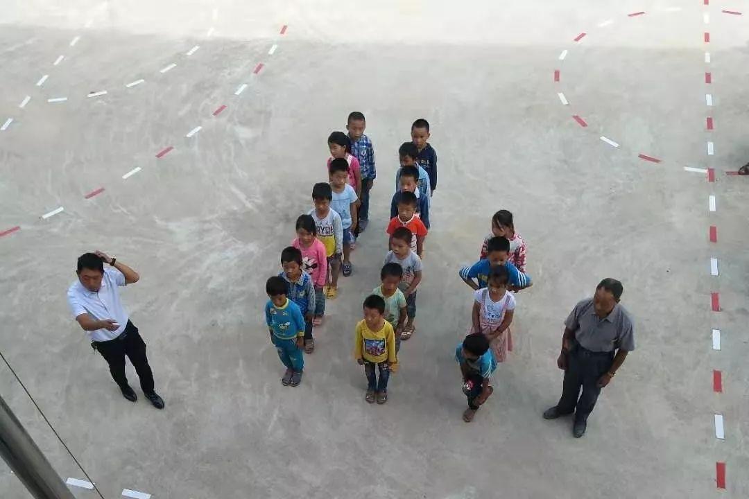青春在高山苗寨绽放——西林县坚守高山苗寨30余年乡村教师项江保