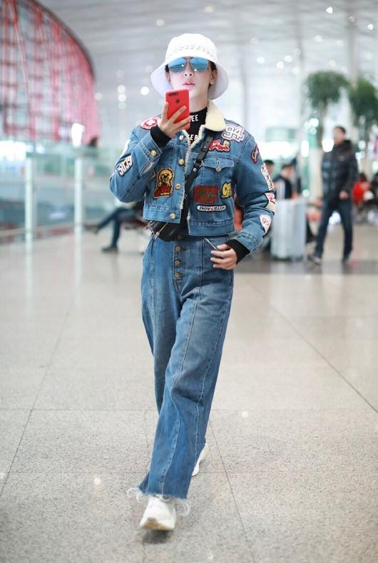 杨紫穿搭越来越成功,一身牛仔打扮配渔夫帽,终于信她品味提升了