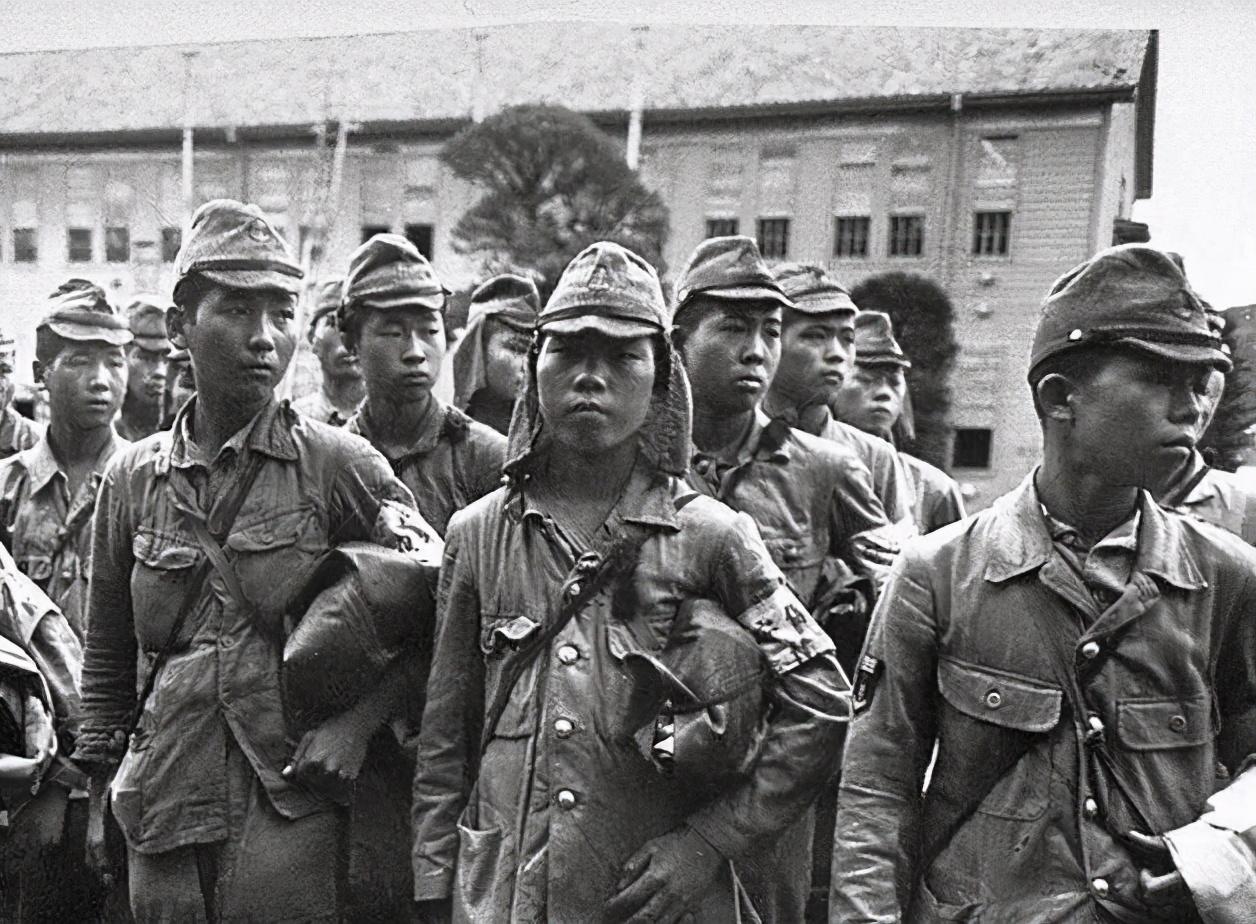 为啥日军帽子都会垂两块布?乍一看虽然很丑,但在战场上有大用途