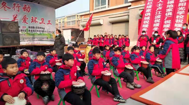 河南滑县:爱心志愿者温暖环卫工