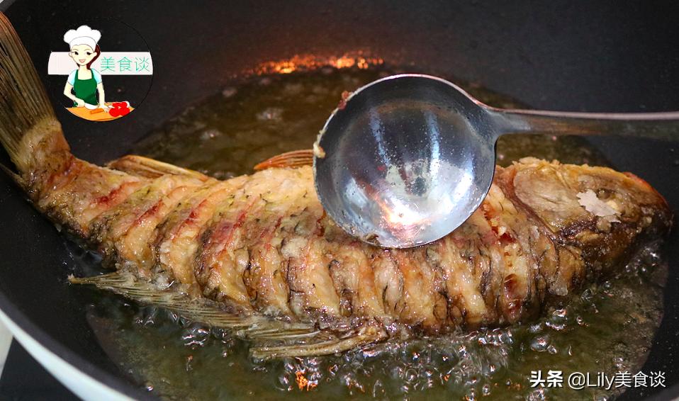 做红烧鱼时,牢记烧鱼三技巧,不腥不破皮,鲜嫩入味,收藏过年做