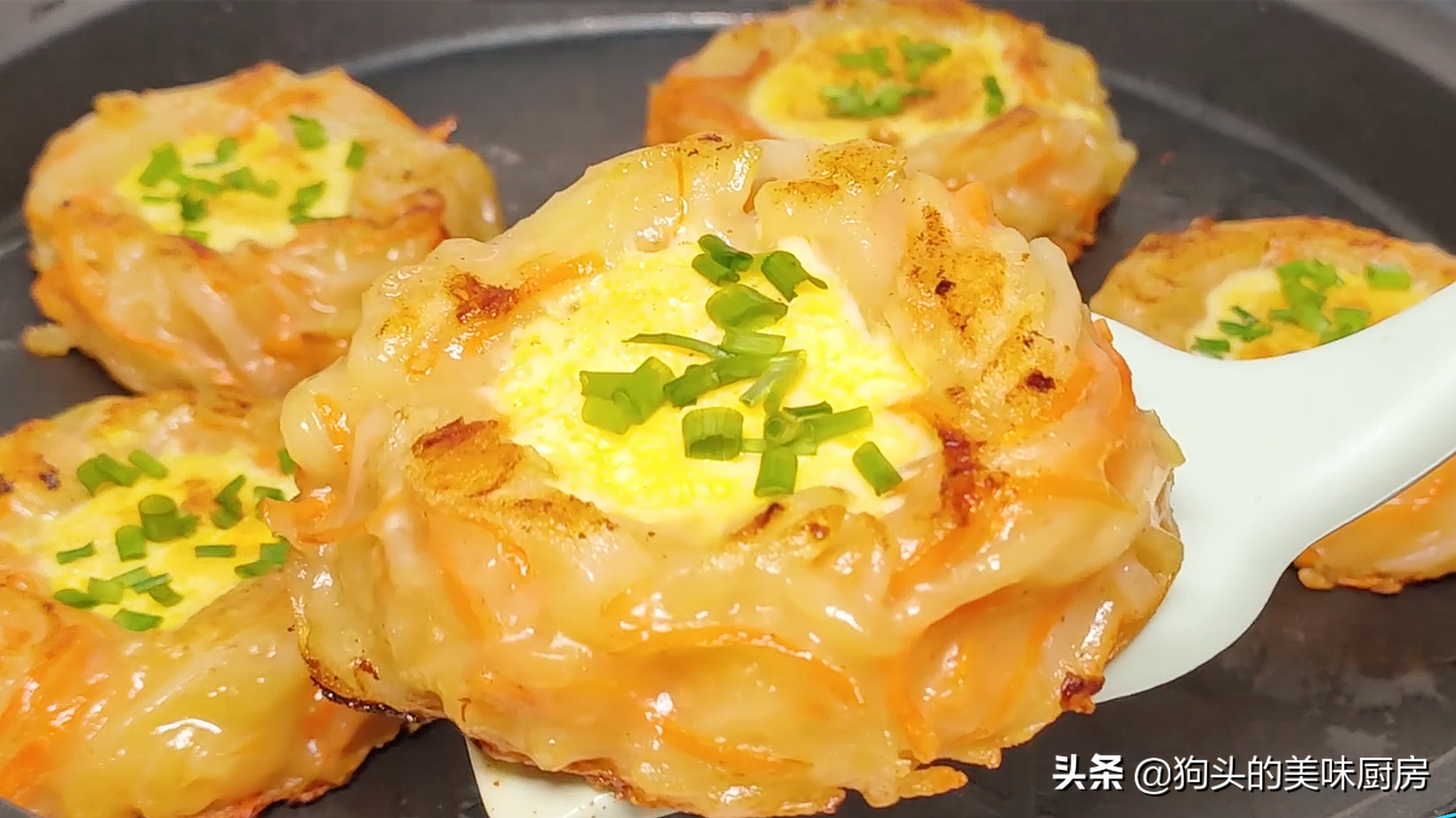 5个土豆,2个鸡蛋,教你没有吃过的做法,比肉还香,上桌就被扫光 美食做法 第3张